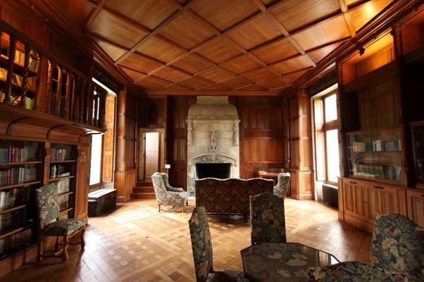 Chateau de Cande library